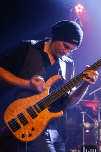 E Bass lernen mit Steffen Knauss